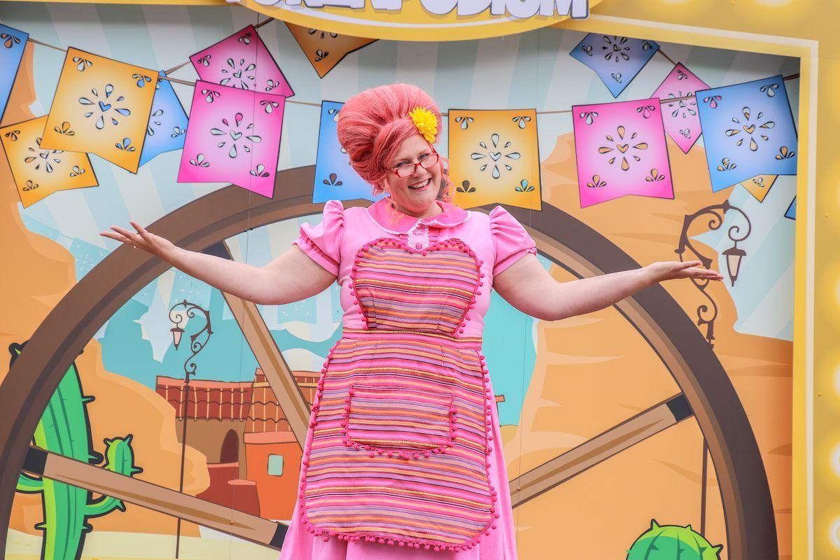 Zomerweken-vakantie-Kinderpretpark-Julianatoren-Mexicaanse-Dansshow-Mevrouw-Suikerspin