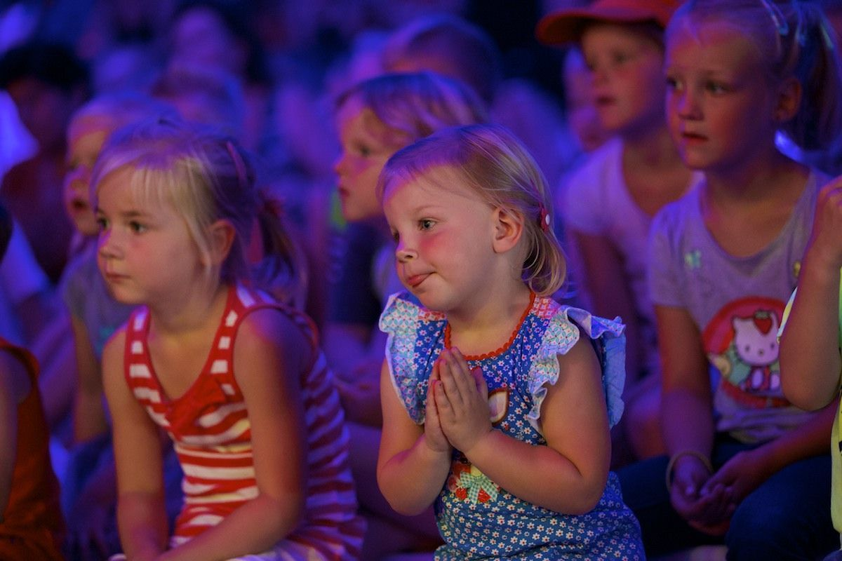 Zomerweken-vakantie-thetarshow-Jul-en-Julia-en-de-Reis-Om-De-Wereld-3