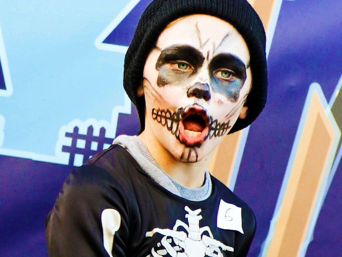 03.HalloweenCatwalk